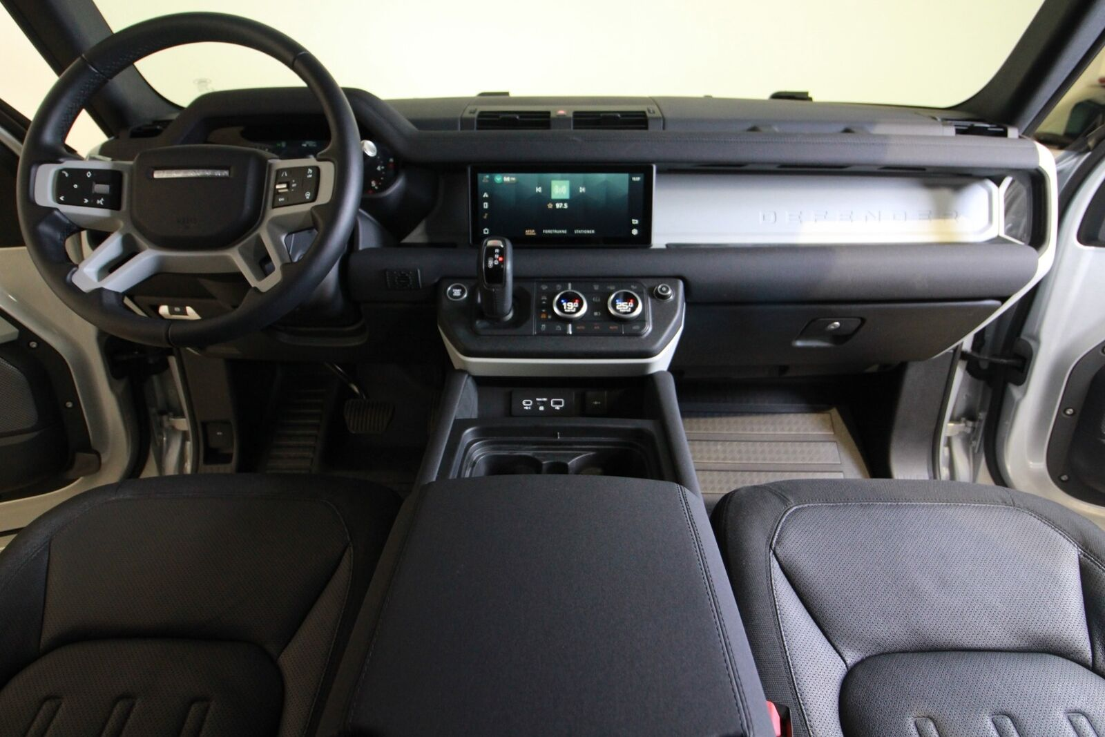 Land Rover Defender 110 D240 First Edition aut.