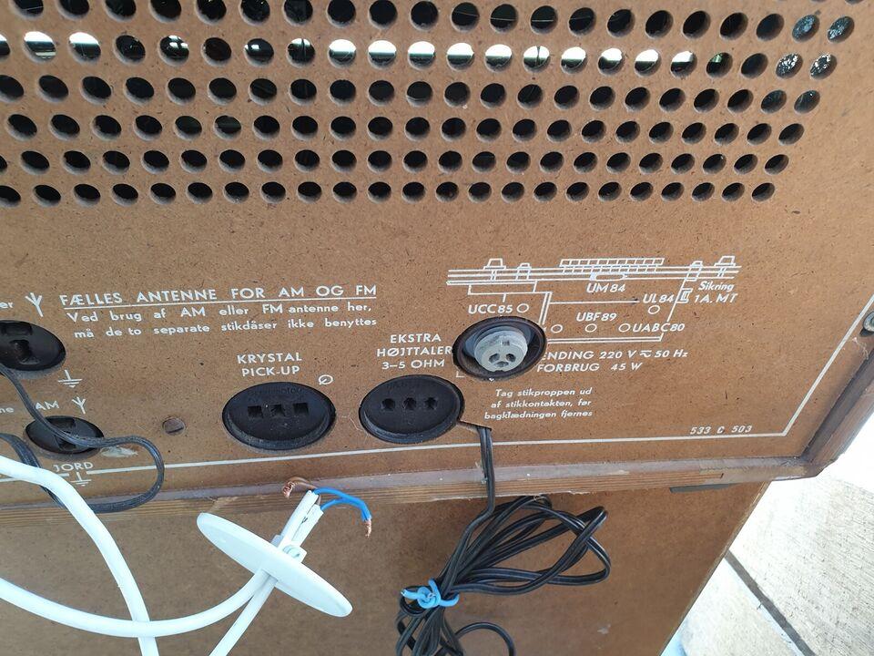 AM/FM radio, Bang & Olufsen, 607
