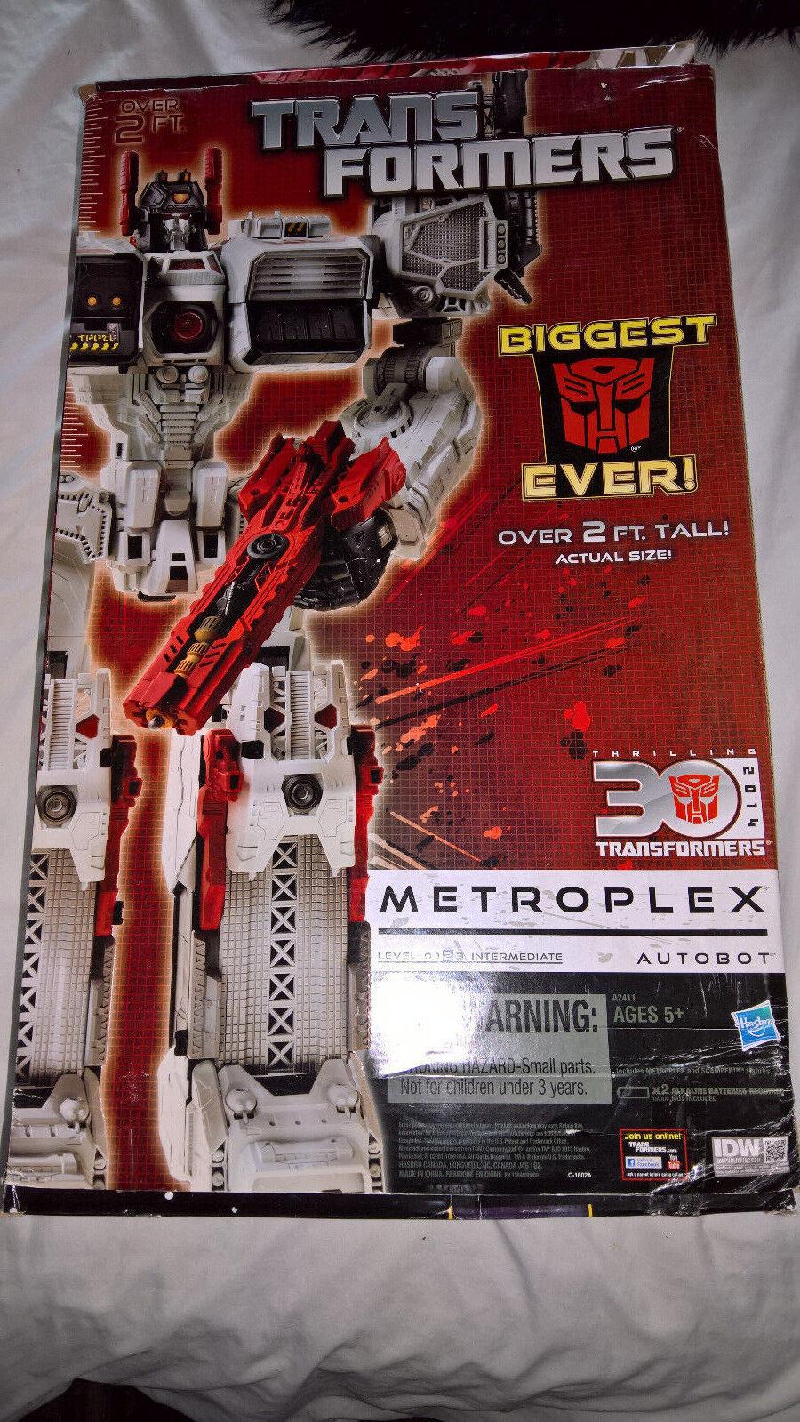 Transformers 30th Thrilling Titan Class Metroplex