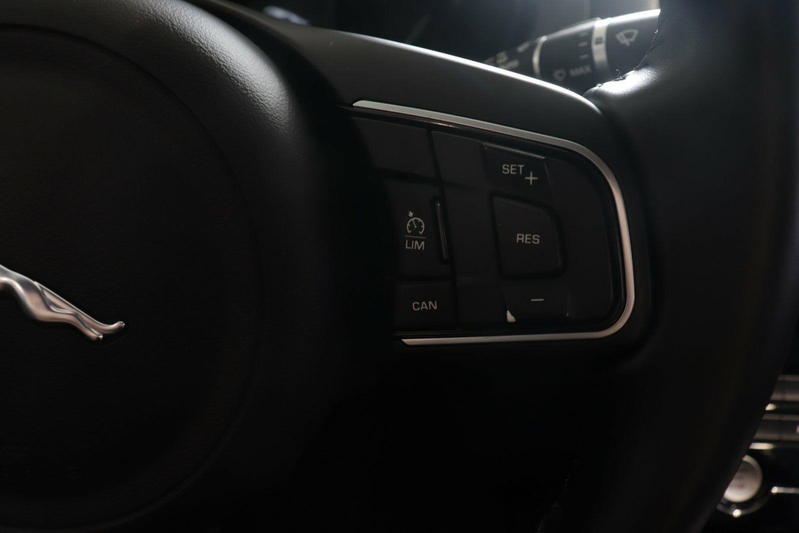 Jaguar XE D180 Pure