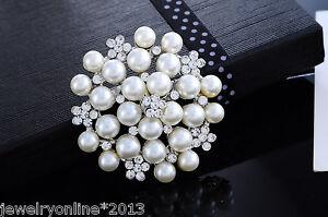 Neu-Anstecknadel-Brosche-Strass-Perle-Blume-Hochzeit-Silberfarbe-4-9x4-8cm