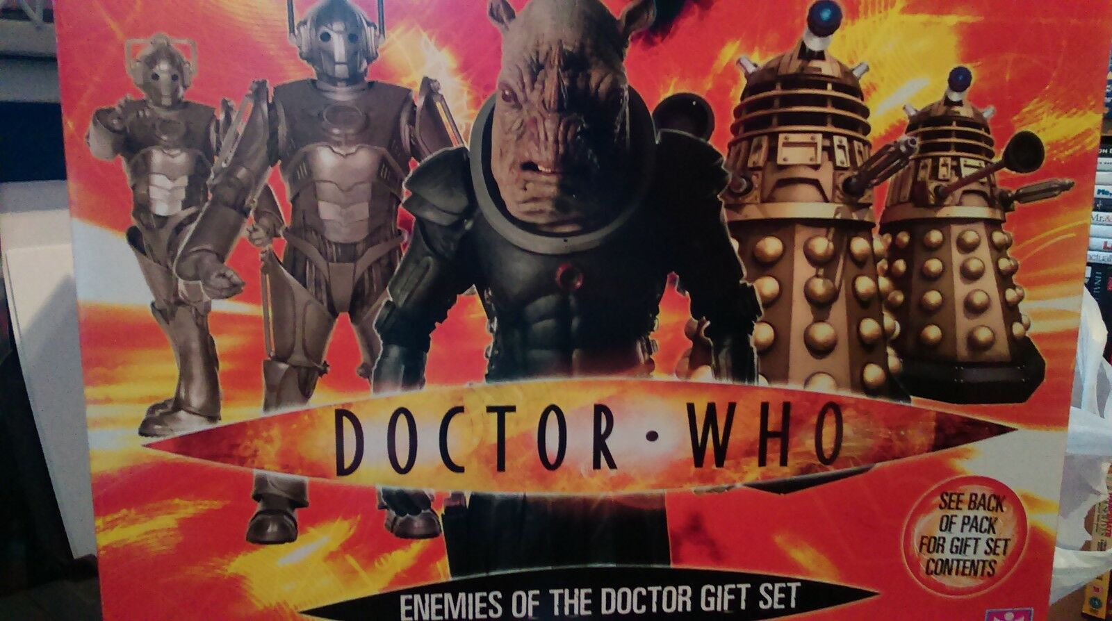 DOCTOR WHO ENEMIES OF THE DOCTOR GIFT SET - 7 ITEMS IN THE SET ie sound mugs+