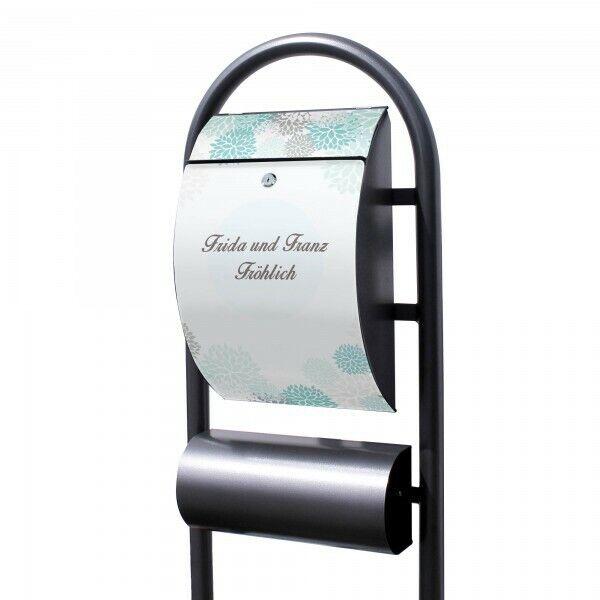 Individualisierter Briefkasten mit Standfuss EisBlaumen Fotobriefkasten