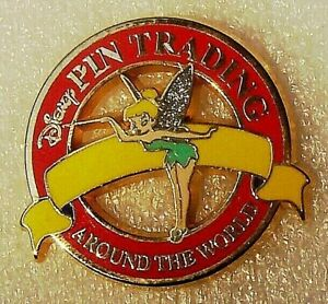 TINKERBELL-FAIRY-GIRL-PIN-TRADING-AROUND-THE-WORLD-YELLOW-BANNER-RED-CIRCLE