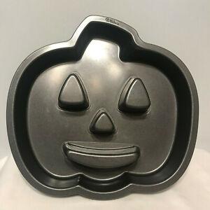 Wilton-Pumpkin-Jack-O-Lantern-Cake-Pan-Mold-Halloween-Bakeware-Non-Stick-R21D