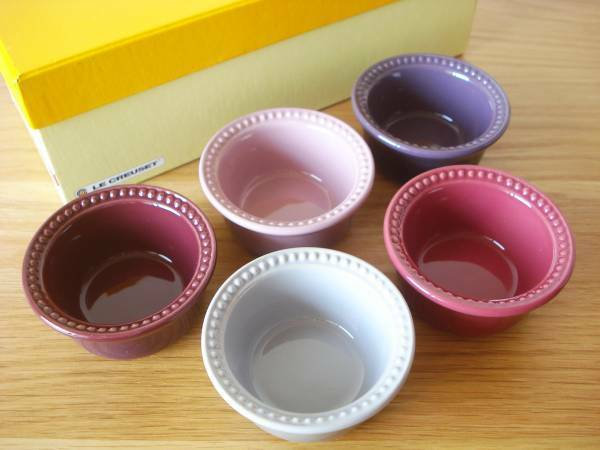 New in Box Le Creuset Japon Import Pastel Couleur petits bols ramequins Lot de 5
