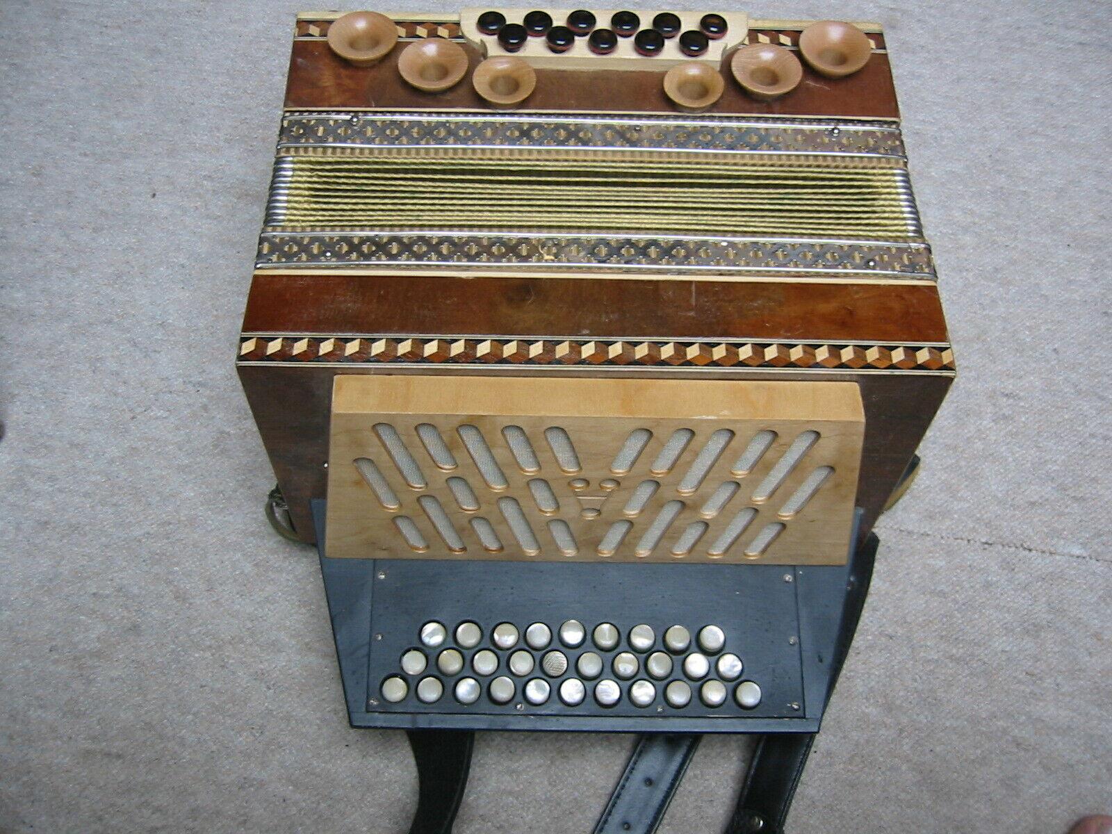Schönes diatonisches Akkordeon Schweizer Orgeli oder Steirisch, braucht Service