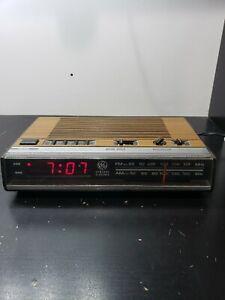 1976 Vintage General Electric GE Woodgrain Walnut Alarm Clock Radio7-4624B RARE