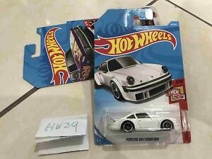 Hot-wheels-Hotwheels-2-10-then-Now-Porsche-934-turbo-RSR-NEW