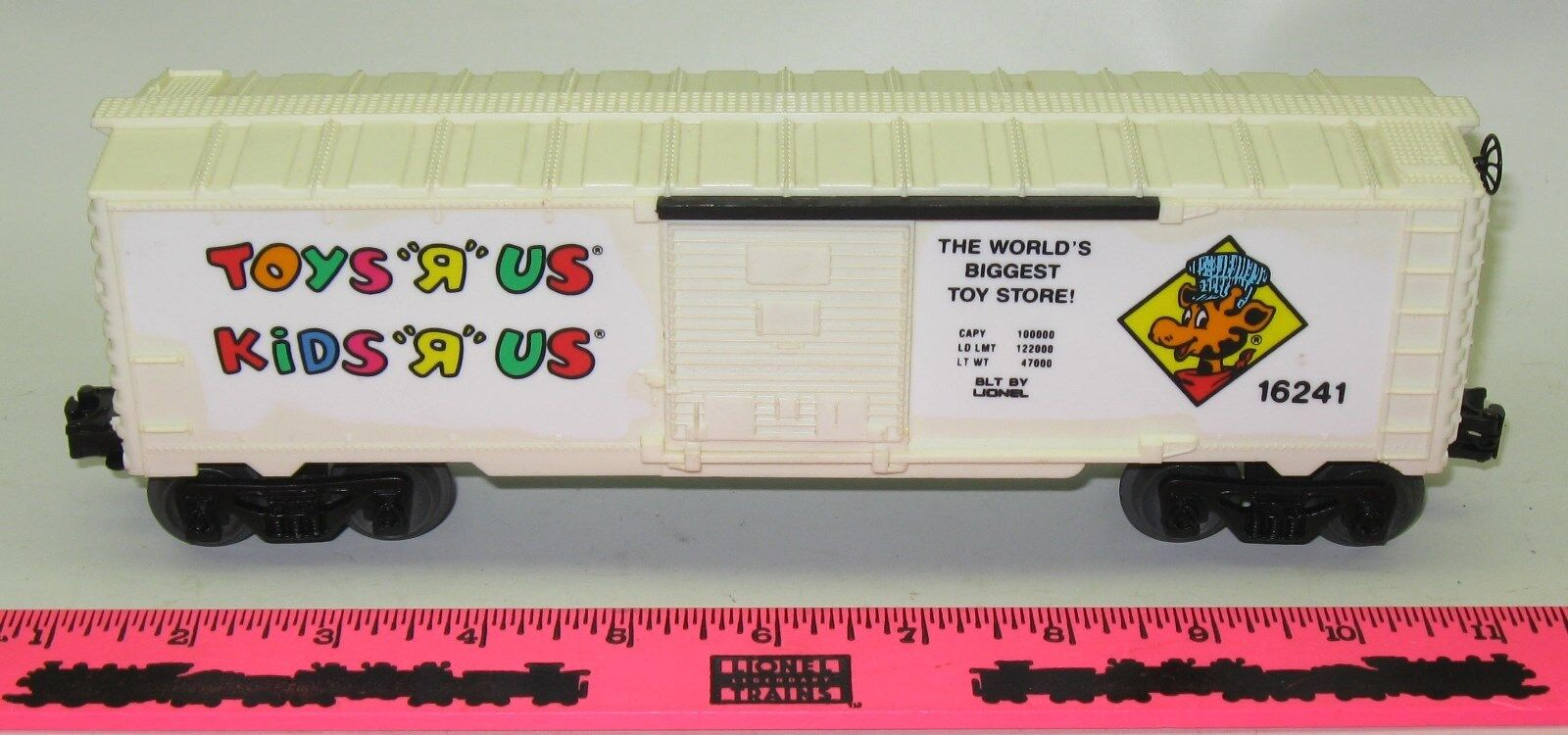 Lionel new 6-16241 Toys  R  Us boxcar