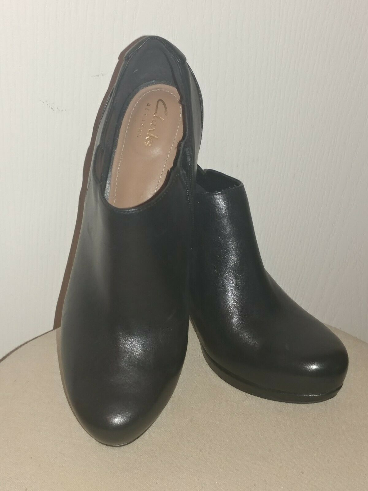Clarks Women Leather Bootie Black            Size… - image 2