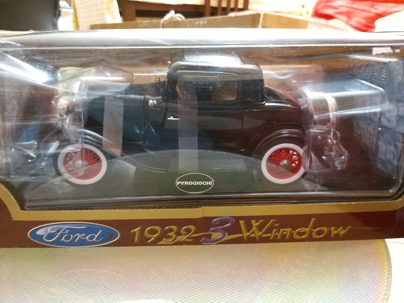 Modellino Nero Ford 1932,  3 window Road Legends scala 1 18 da collezione