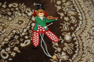 Old-Wooden-String-Puppet-Clown-Playing-Violin-Levi-Italy-Sudtirol-1831