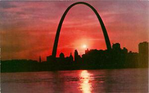 Postcard-Gateway-Arch-Sunset-St-Louis-MO