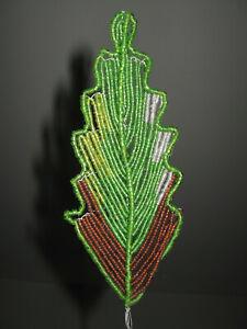 1-FEUILLE-ANCIENNE-EN-PETITE-PERLE-DE-VERRE-ROCAILLE-POUR-DECO-ANNEE-1920-N-24