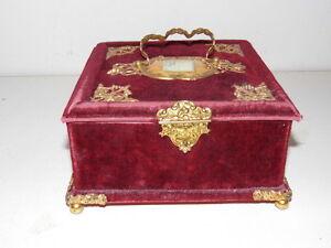 100% Vrai Tres Joli Coffret A Bijoux.fin Xix°. Art Nouveau.velours Et Métal Doré; Belle Qualité