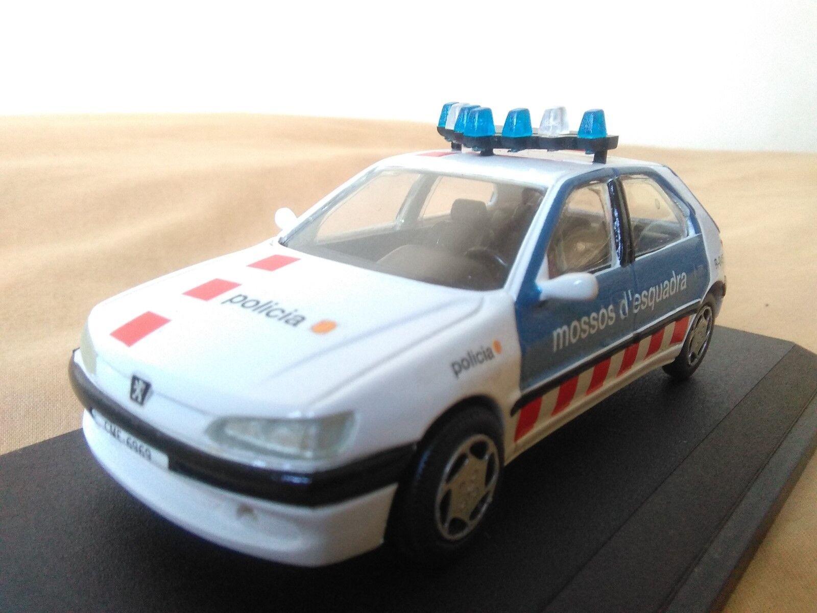 Antigua miniatura 1 43 Scale autor RS023 Peugeot 306 de 1999 Mossos de Escuadra.