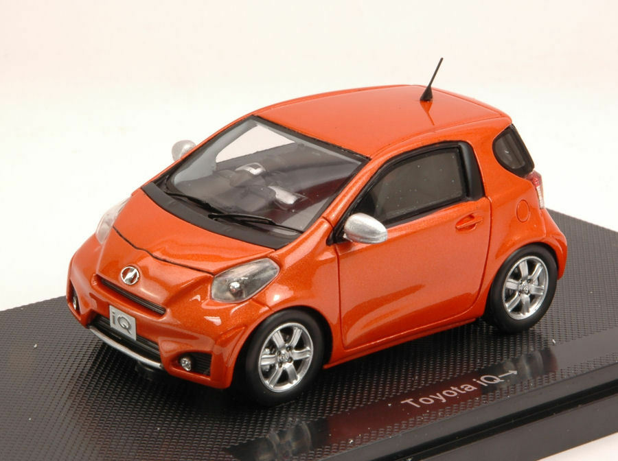 Toyota IQ 2009 Bronze 1 43 Model 44698 EBBRO
