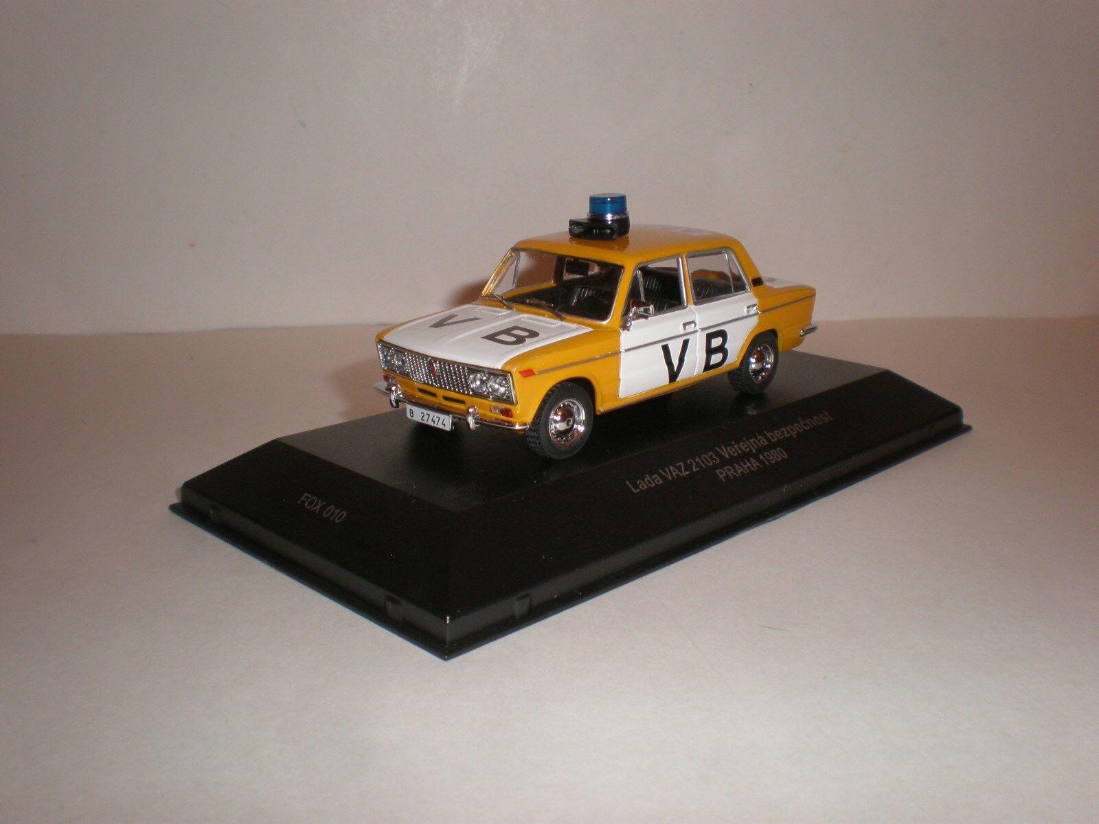 1 43 LADA 2103 VB Police 1980 IST FoxToys IXO Fox 010