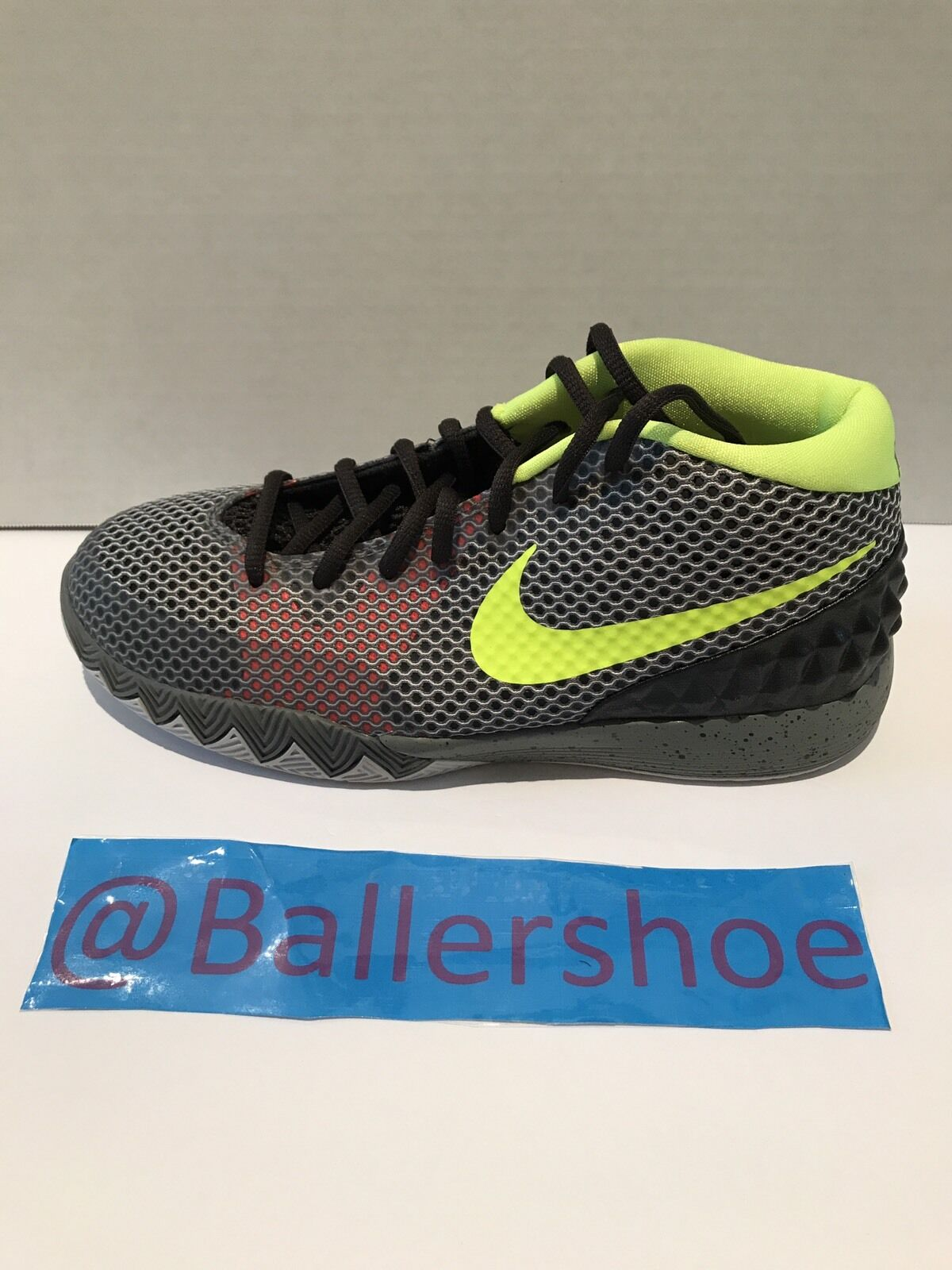Kyrie 1 Size 7  Cheap and fashionable