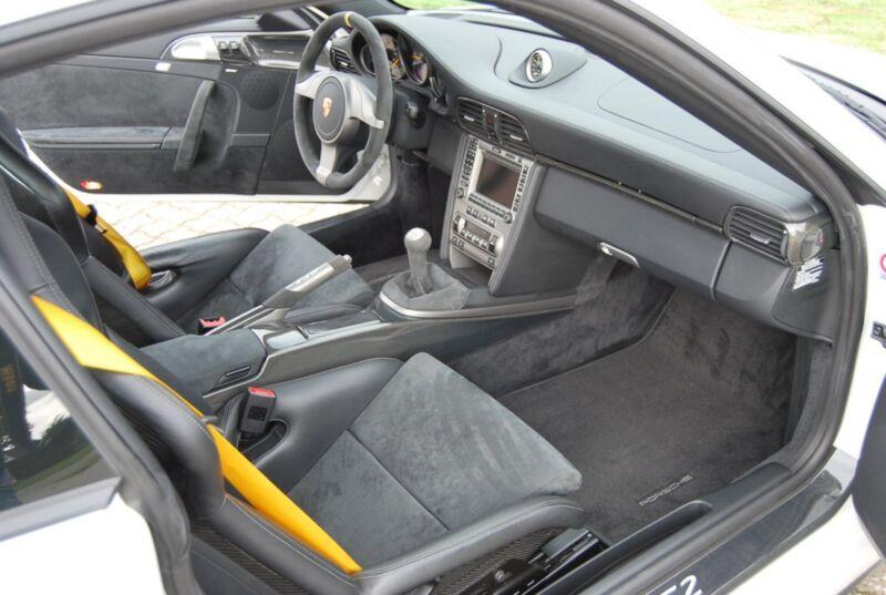 Porsche 911 GT2 Coupé - 15