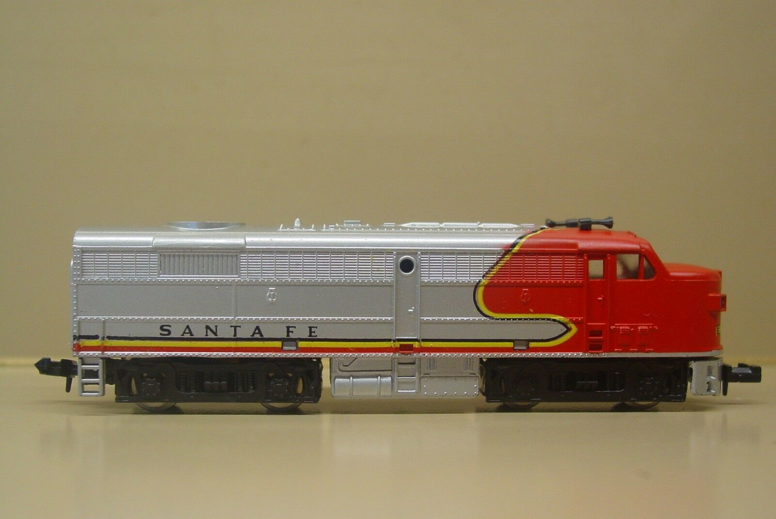 N Scale Model Power Santa Fe Locomotive Alco FA 2