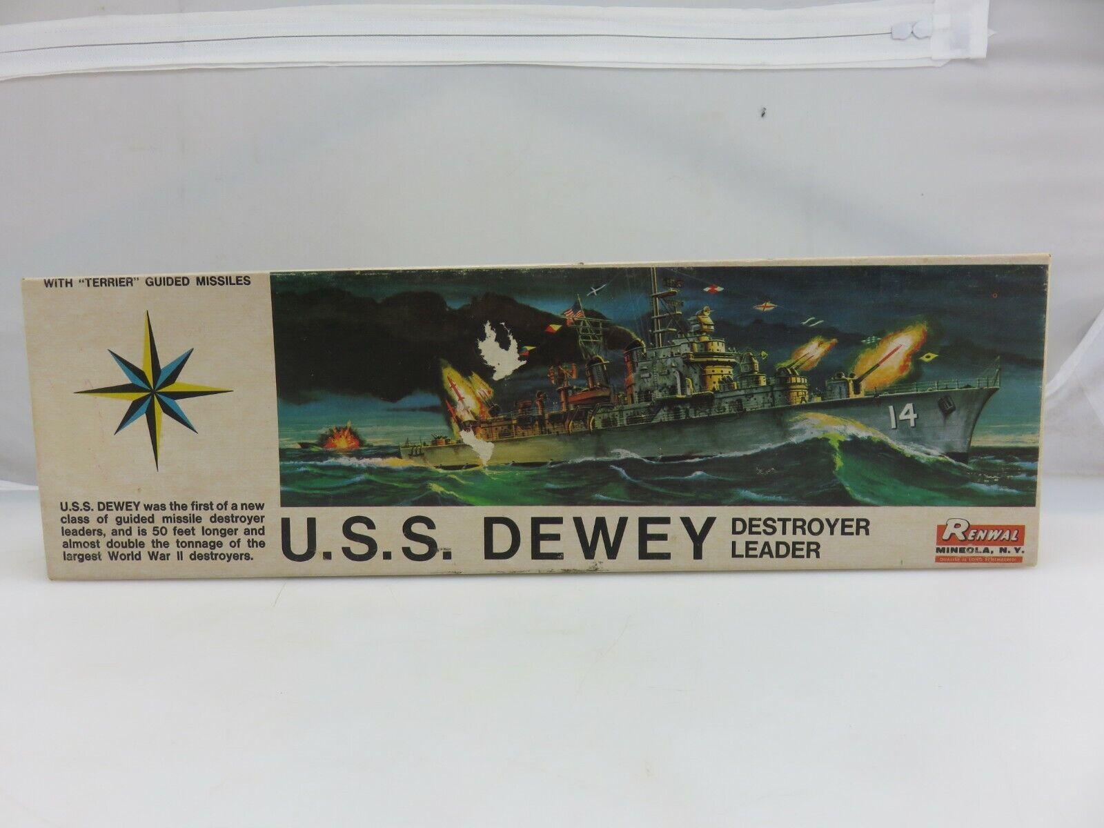El modelo plástico de de de 1   500 proporciones del destructor Dewey del renwall no está terminado. eb7