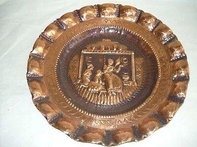 Grande piatto decorativo in rame sbalzato FILATRICE