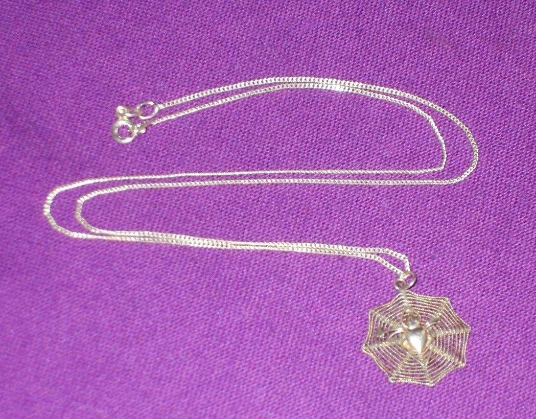 VINTAGE 1970 S argentoo Sterling RAGNO sulla collana con con con pendente WEB catena in argentoo 18  c7f6a6