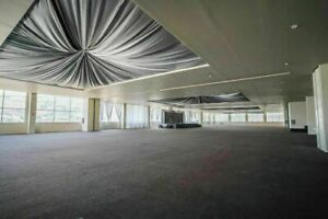 Salon de eventos, oficinas y área de locales comerciales