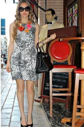 NUOVO Nuovo Nuovo Nuovo con etichette Zara Nero Bianco a Fiori Tulipano Mini Abito XS EXTRA SMALL 8 US 4 c7917c