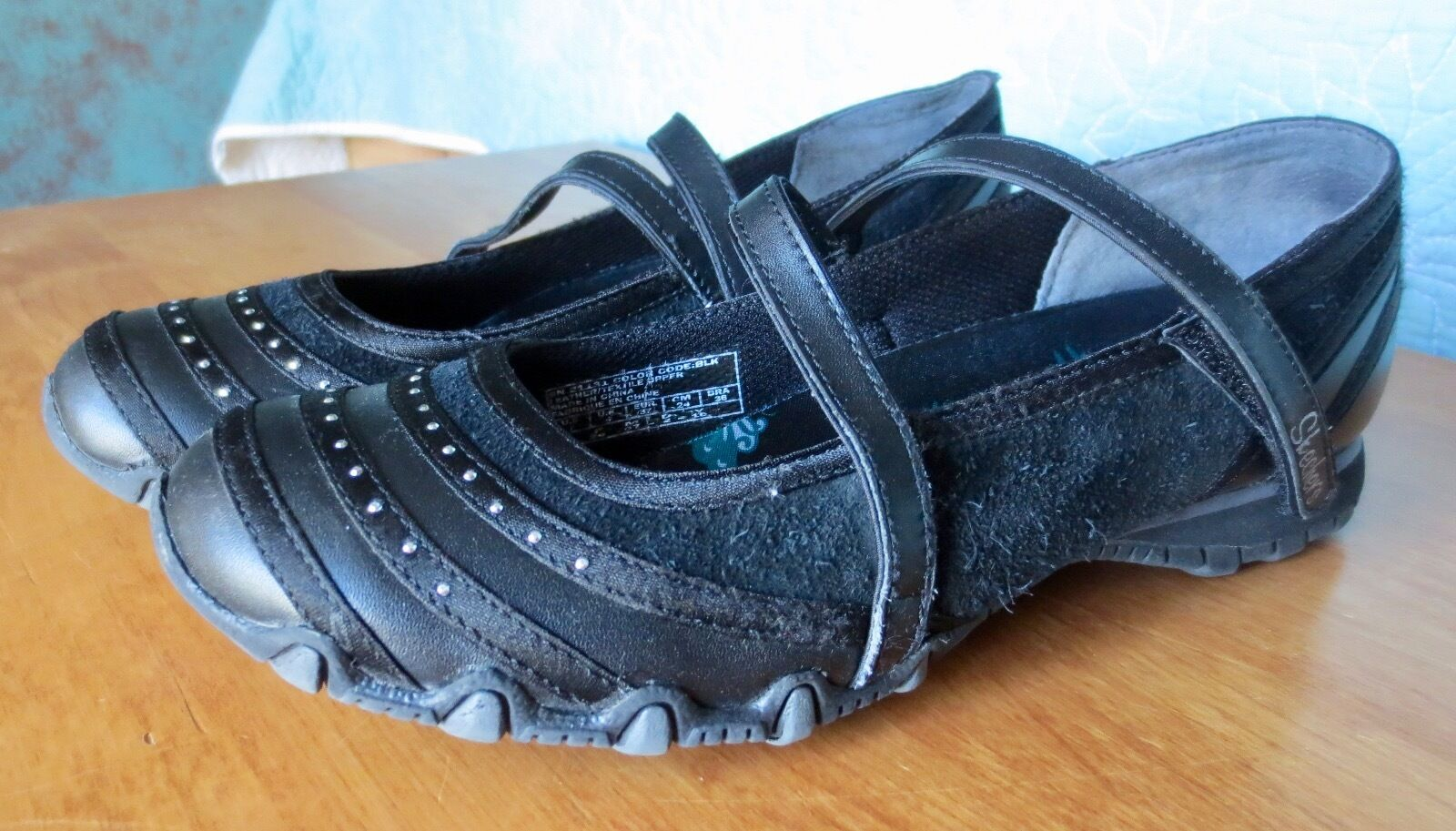 EUC Womens Skechers size 7 black sports flats best-selling model of the brand