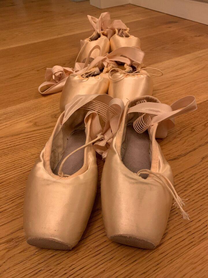 Andet, Ballet tåspids sko, Bloch og Hannah
