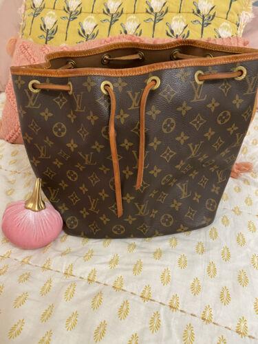 louis-vuitton handbag petit noe monogram - image 1