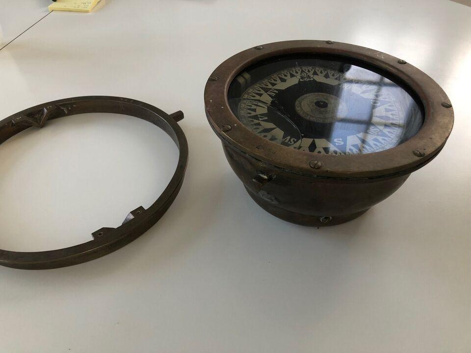 Flot originalt kompas i messing intakt med ophæ...