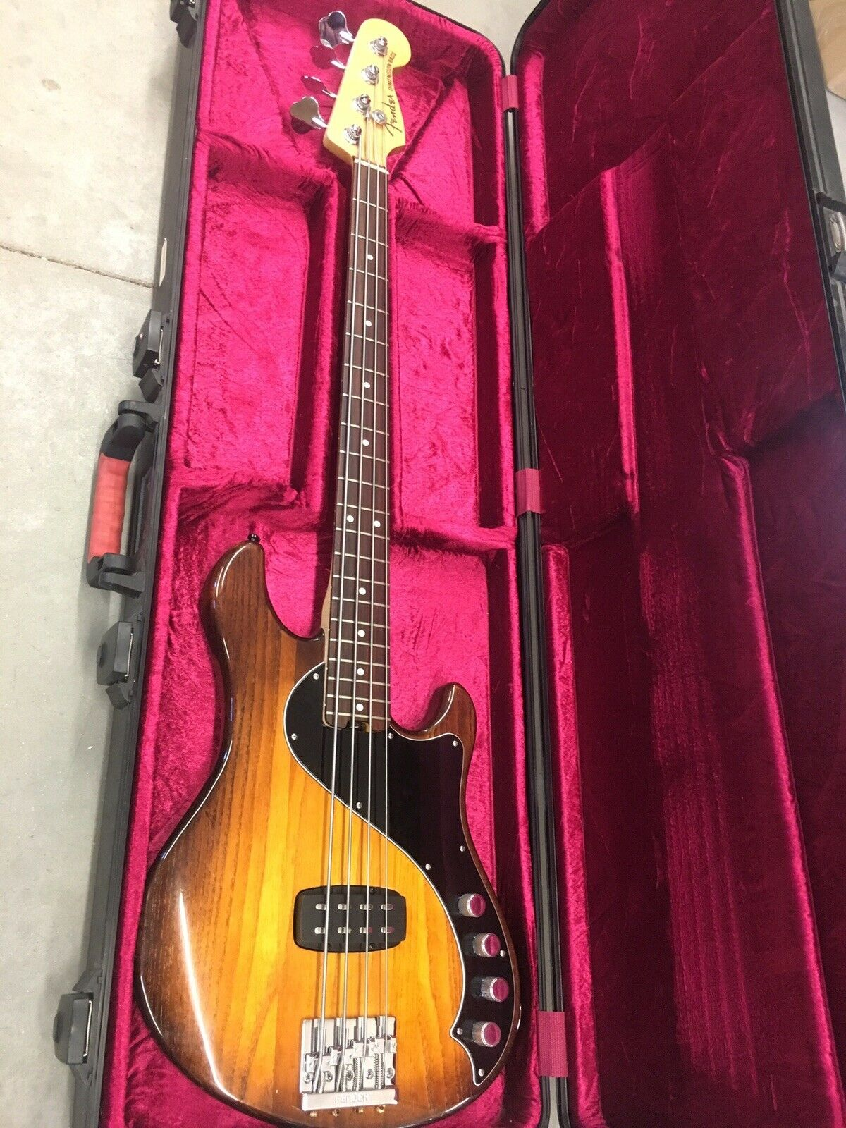 Fender American Deluxe Dimension H Bass mit Case