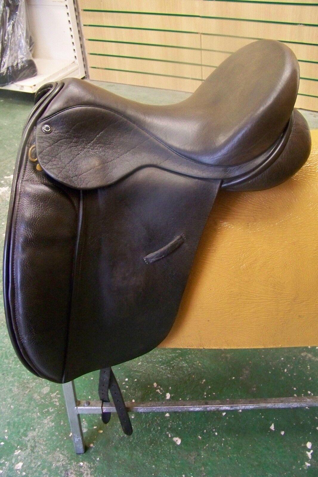 17  Martin Wilkinson ( Ideal Susannah) Dressage Saddle