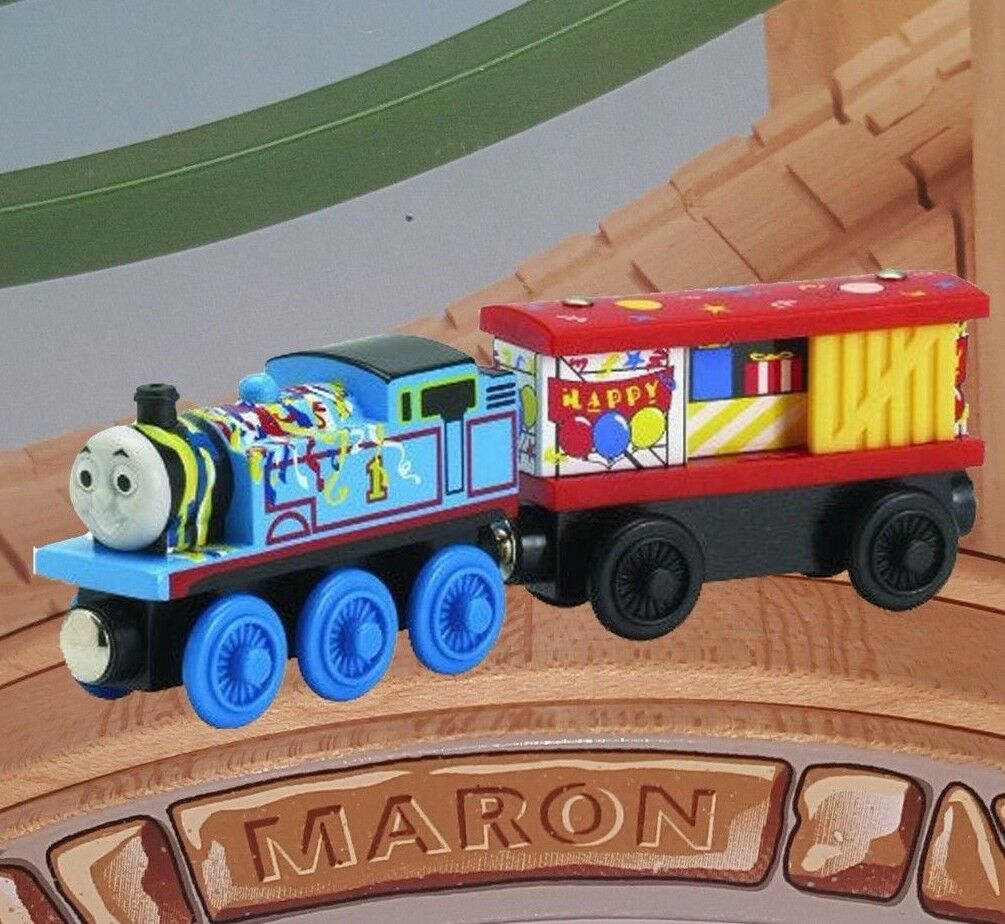 THOMAS & FRIENDS WOODEN RAILWAY 2006  BIRTHDAY THOMAS AND & BOX CAR  LC99132