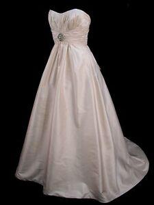 Beautiful Classic A Line Silk Paloma Blanca Bridal Gown Wedding