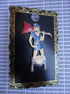 Hard-Rock-Cafe-Hamburg-Sexy-Police-Girl-with-Handcuff-and-Guitar-Pin-on-Card