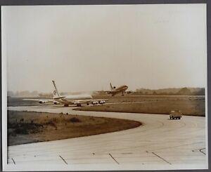 BRITANNIA AIRWAYS BOEING 707 & LOCKHEED TRISTAR L-1011 AT LUTON AIRPORT PHOTO