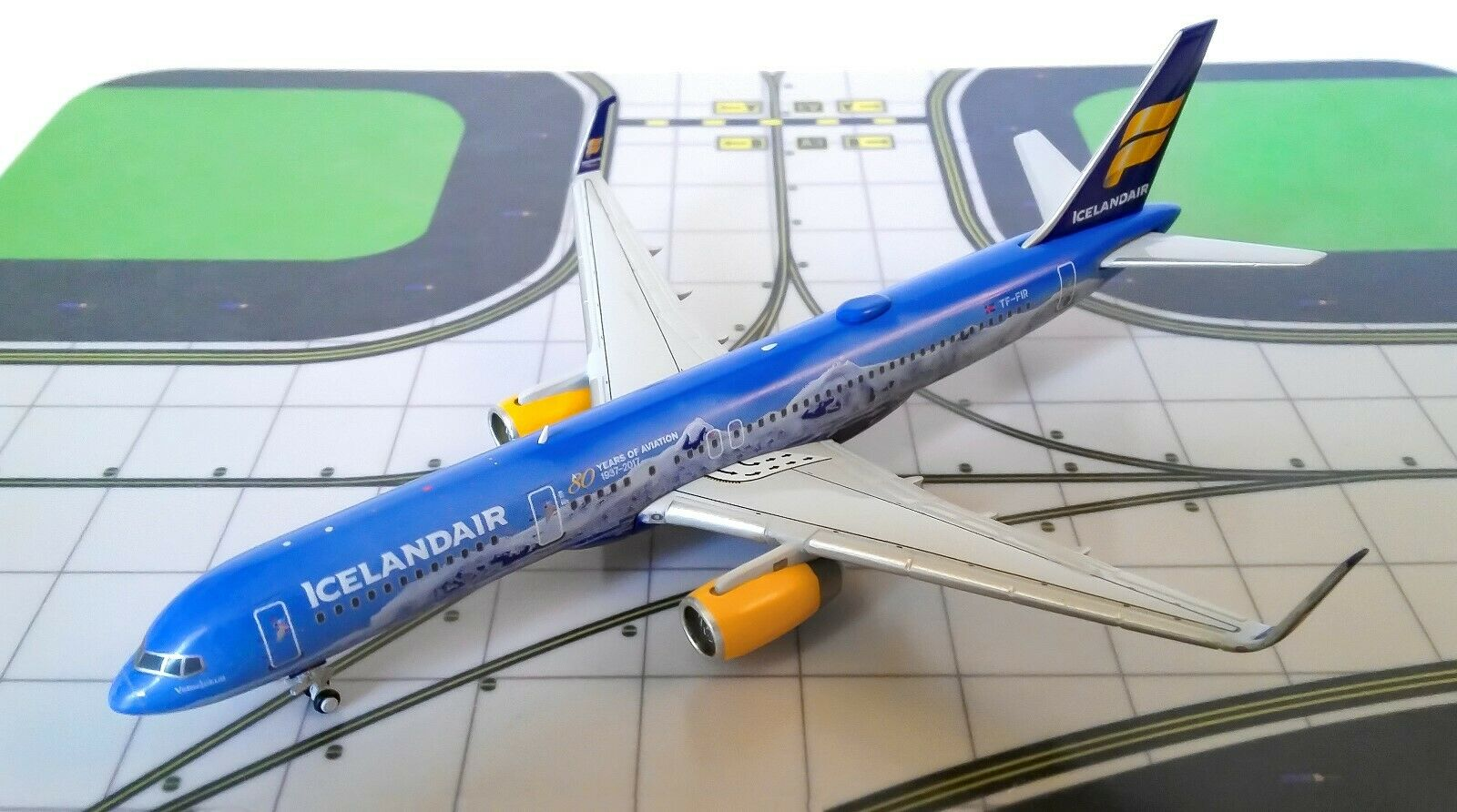 "Gemini Jets  1 400 Boeing 757-200 Icelandair Reg   TF-FIR ""80 Years"""