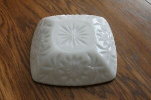 Vintage-Square-Milk-Glass-Flower-Leaves-Candy-Dish-Toothed-Rim-6-5-034-x-6-5-034