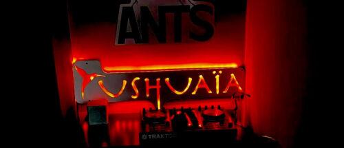 Logotipo de escritura de gran Ushuaia con luces LED
