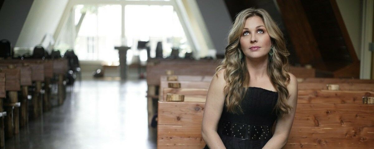 Sunny Sweeney and Ward Davis with Tennessee Jet Tickets (21+ Event)