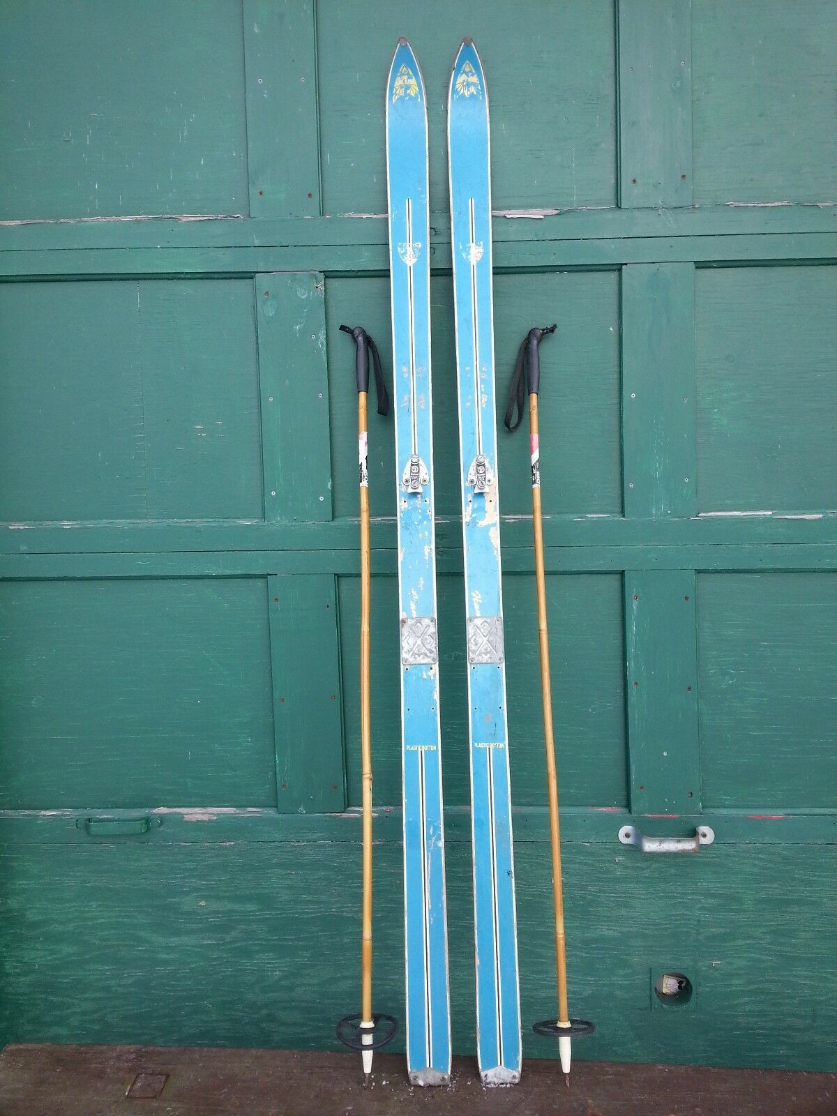 GREAT  OLD Wooden Skis 74  Long With blueE Finish Binding Great for Decorating  customers first