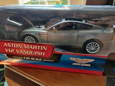 New In Box 1 18 Aston Martin V12 Vanquish James Bond 007 Die Another Day Ebay