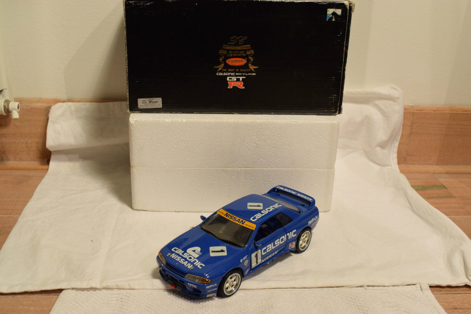 KYOSHO NISSAN SKYLINE GT-R R32 CALSONIC IMPUL GR. A  1 MINT BOXED RARE SELTEN