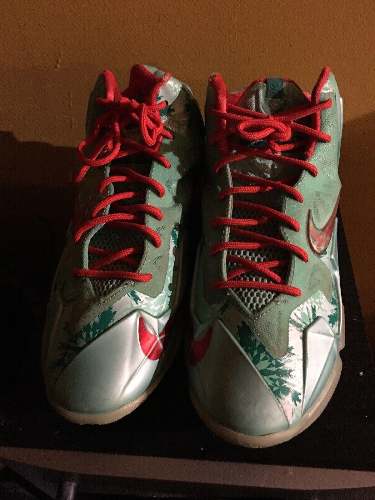 Lebron xi natale 'scarpe da basket con dei lacci rosso, rosso - verde, taglia 7y vguc | In Linea Outlet Store  | Maschio/Ragazze Scarpa
