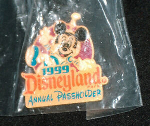 NEW-1999-Disneyland-Mickey-Mouse-Annual-Passholders-Straight-Back-Pin-Button-NIP